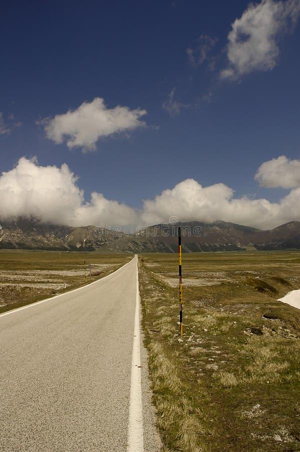 Download Weg 3 van de berg stock foto. Afbeelding bestaande uit landschap - 36008