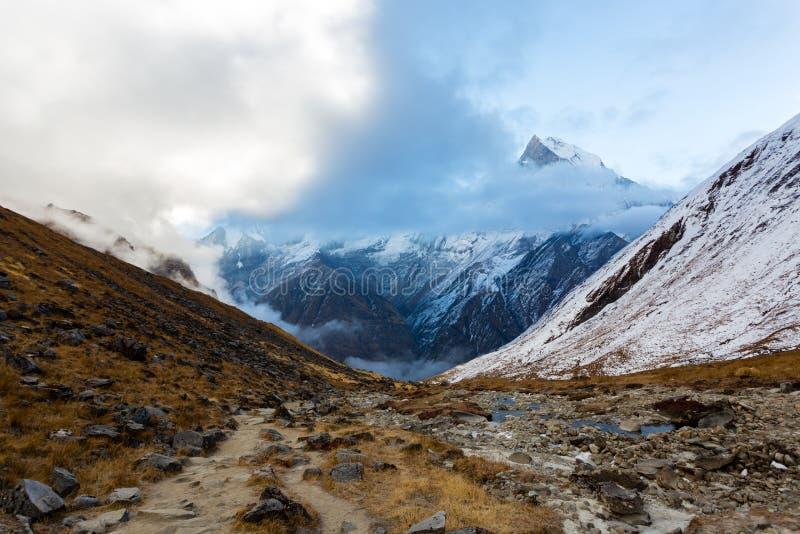 Weg aan Annapurna-Basiskamp, Himalayagebergte, Annapurna-Reserve, Nepal royalty-vrije stock afbeelding