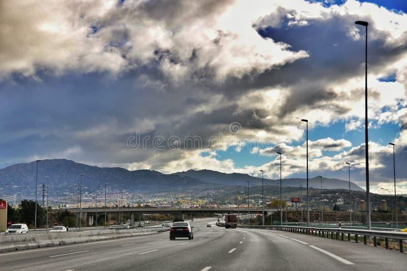 Weg aan de bergen stock fotografie