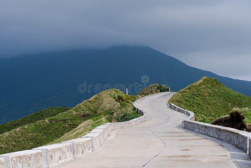 Download Weg Aan Ergens Batanes, Filippijnen Stock Foto - Afbeelding bestaande uit landbouwgrond, park: 107708584