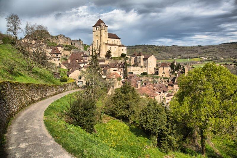 Weg aan Heilige Cirq Lapopie Frankrijk stock foto's