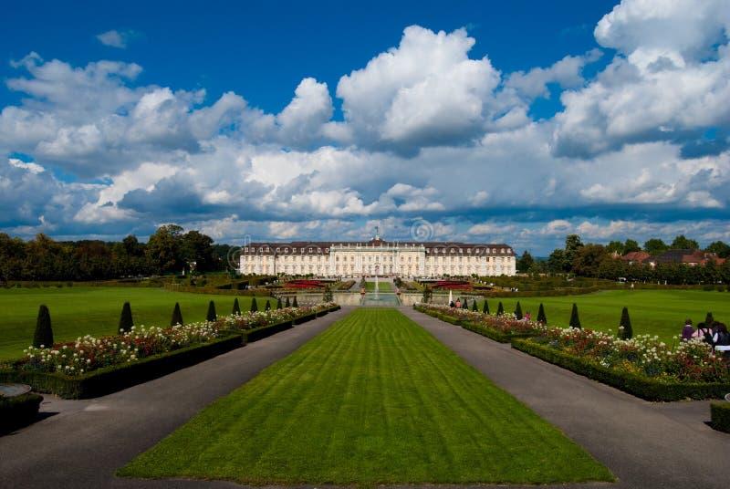 Weg aan het koninklijke paleis stock afbeelding