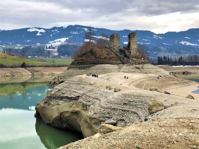 Weg aan het Ogoz-Eiland, Zwitserland, kanton DE Fribourg stock afbeelding