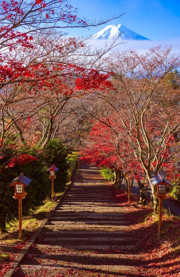 Weg aan MT Fuji in de herfst, Fujiyoshida, Japan royalty-vrije stock foto