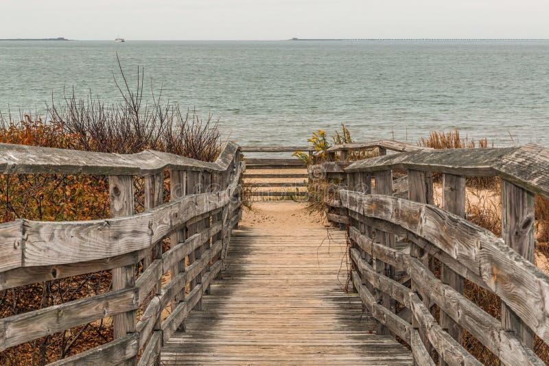 Weg aan Strand met Oceaan bij het Eerste Landende Park van de Staat stock foto
