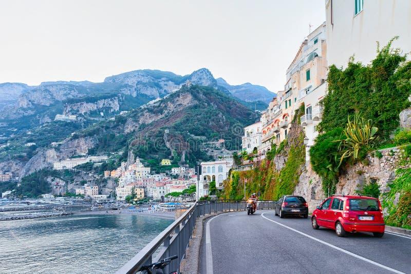 Weg in Amalfi stad in Thyrreense Zee in de herfst stock afbeeldingen