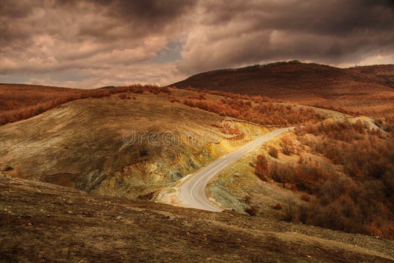 Weg in bergen 1 stock afbeeldingen