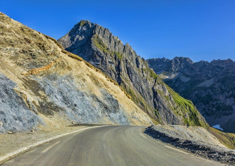 Weg in de bergen van de Pyreneeën royalty-vrije stock fotografie