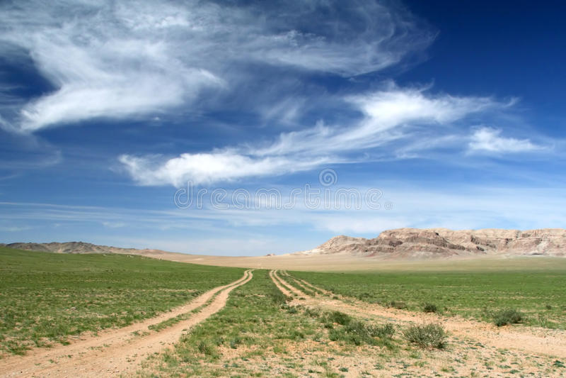 Weg in de Gobi woestijn royalty-vrije stock foto