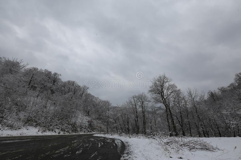 Weg in de wintertijd stock fotografie