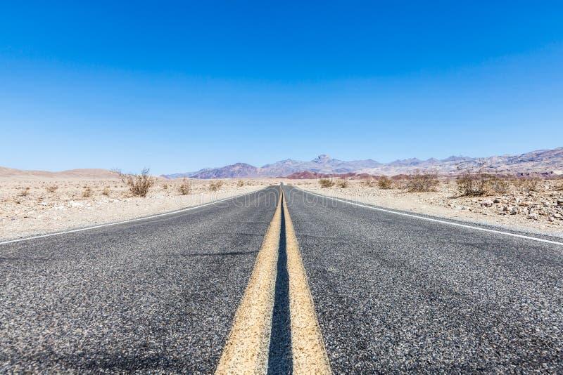 Weg in de woestijn stock foto