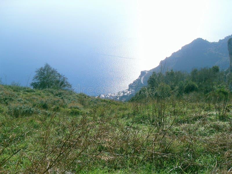 Weg der Götter, Positano von oben lizenzfreies stockfoto