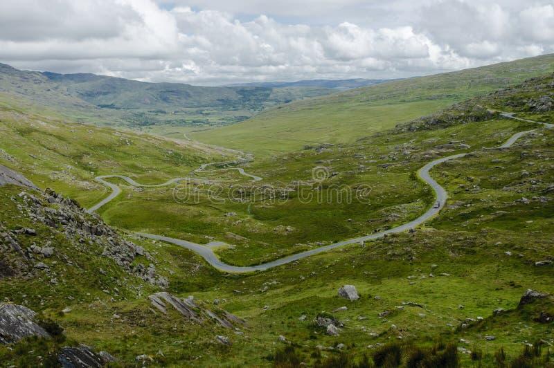 Weg die tot Healy Pass, Ierland, Europa leiden stock afbeeldingen
