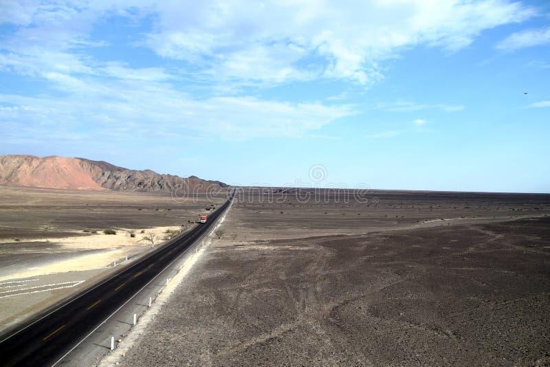 Weg door de woestijn in Peru stock fotografie