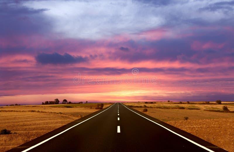 Weg en de Zonsondergang stock fotografie