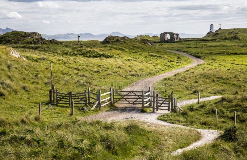Weg en poorten op Ynys Llanddwyn, Anglesey, Wales, het UK stock afbeelding