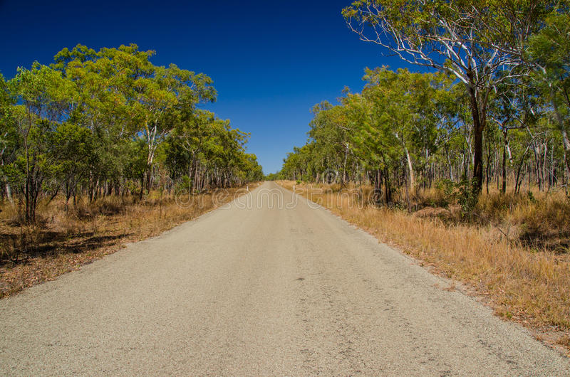 Download Weg In Het Binnenland, Qld Australië Stock Foto - Afbeelding bestaande uit blauw, rood: 54077302