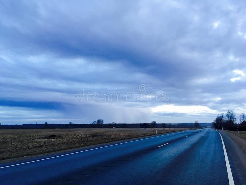 Weg in het platteland stock foto's