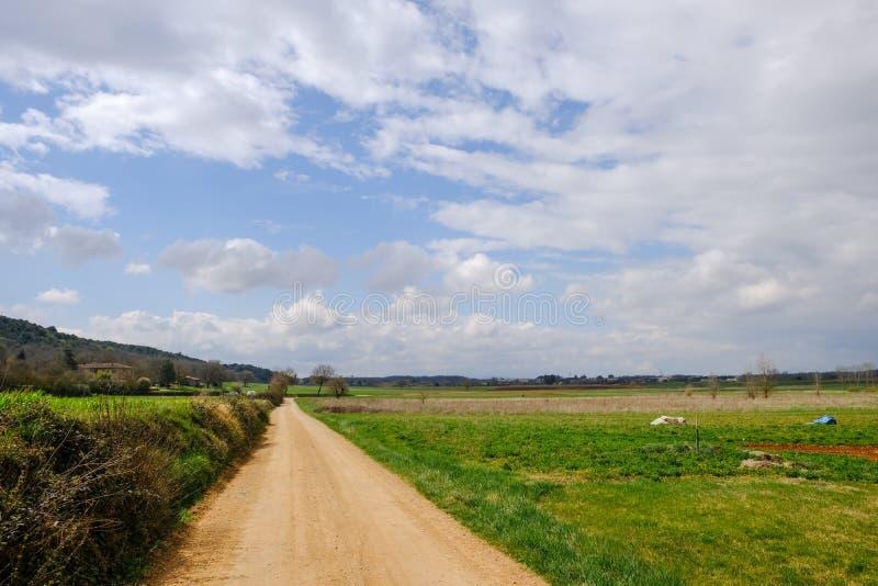 Weg in het plattelandslandschap in Toscanië, Italië stock afbeelding