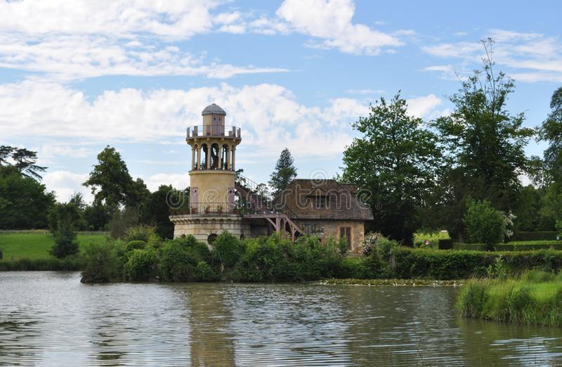 Weg im Gebiet von Marie Antoinette, Versailles-Schloss, Frankreich lizenzfreie stockfotografie