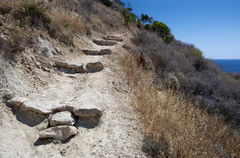 Weg im Hügel lizenzfreie stockfotografie