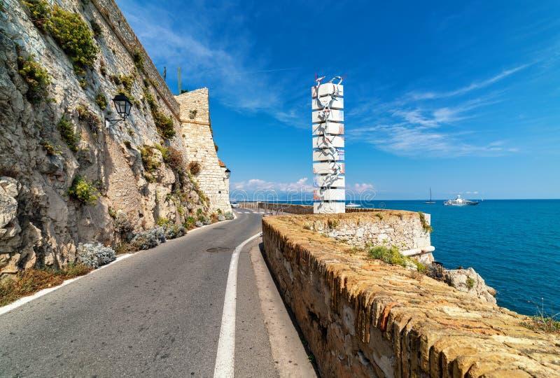 Weg langs Middellandse Zee in Antibes, Frankrijk royalty-vrije stock afbeelding