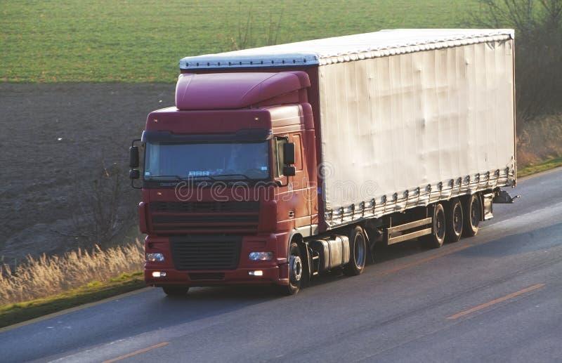 Weg met auto's en Vrachtwagen royalty-vrije stock afbeeldingen