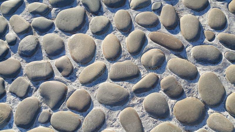 Weg met grote stenen, steenbestrating, textuur wordt bedekt van de stenen die royalty-vrije stock foto