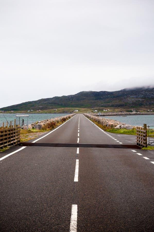 Weg over een Verhoogde weg in Schotland royalty-vrije stock foto's