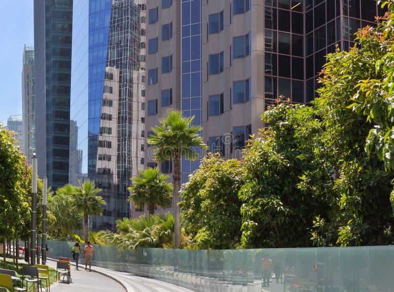Weg in Salesforce-het daktuin van het Doorgangscentrum San Francisco, Californi? royalty-vrije stock foto
