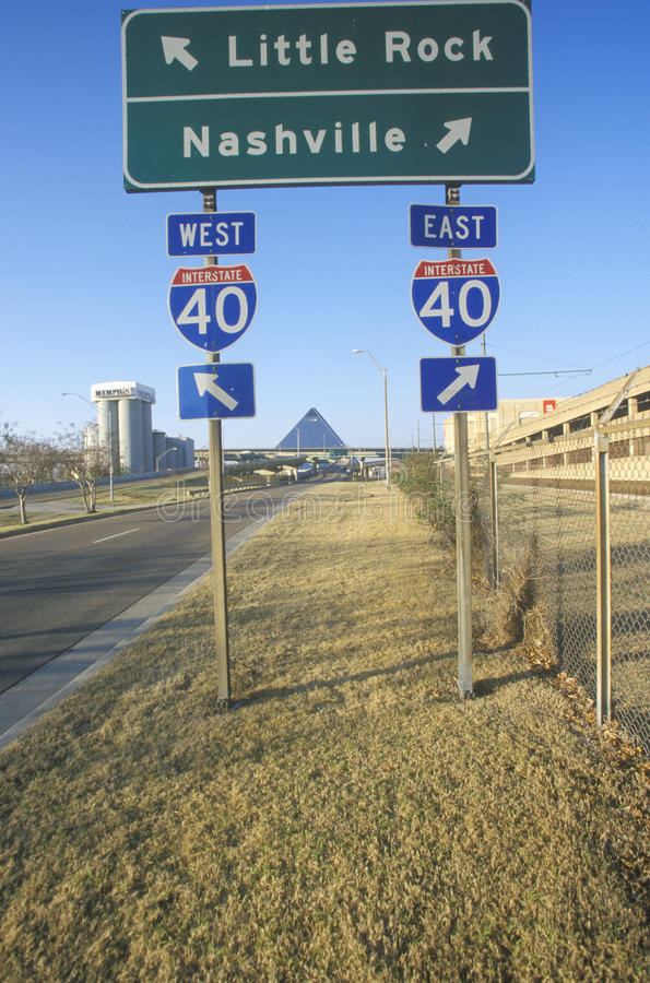 Weg tusen staten 75 het Noorden en Zuidensnelwegtekens aan Nashville of Little Rock royalty-vrije stock afbeeldingen