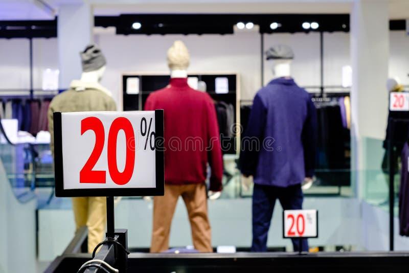 20% weg Verkoop en kortingsprijsteken stock foto