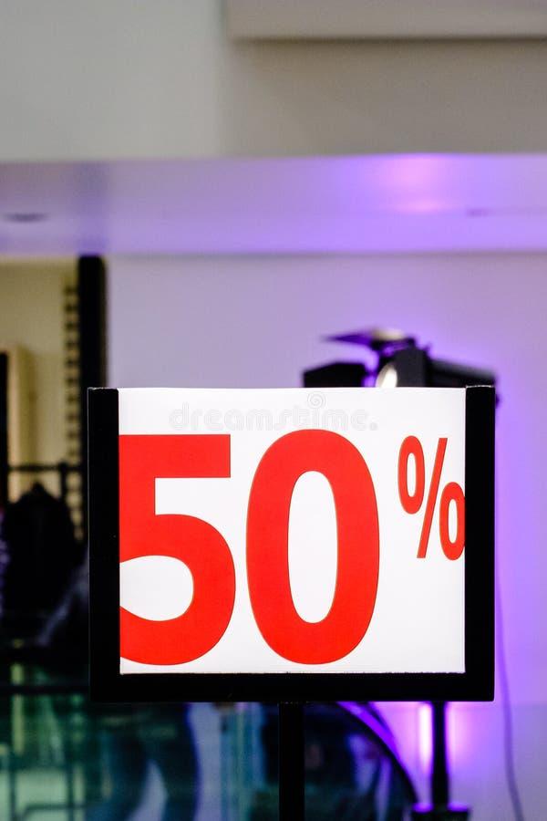 50% weg Verkoop en kortingsprijsteken royalty-vrije stock foto's
