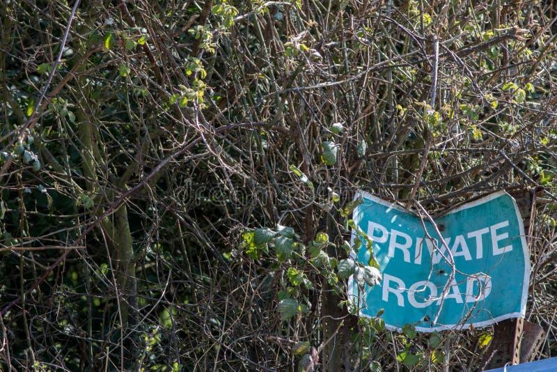 weg von der geschlagenen Spur Stra?e reiste weniger Privatwegzeichen lizenzfreies stockbild