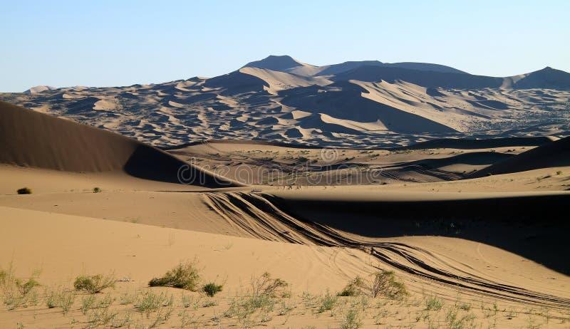 Weg in woestijn stock fotografie