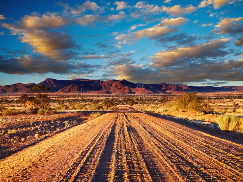 Weg in woestijn royalty-vrije stock afbeeldingen