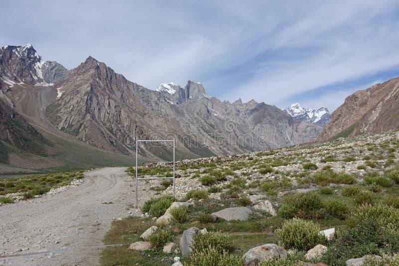 Weg in Zanskar-Vallei, Ladakh, India royalty-vrije stock foto's