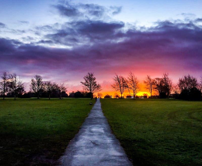 Weg zum Sonnenaufgang stockbilder