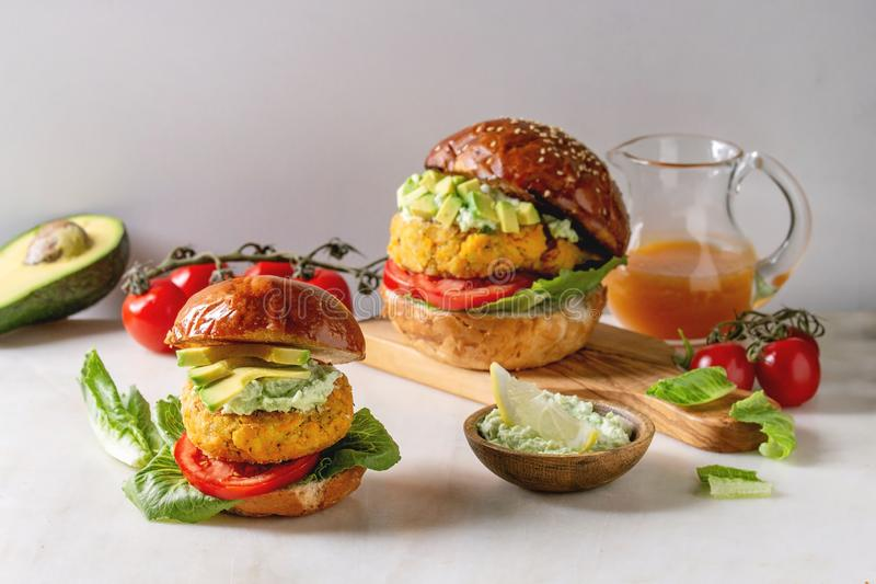 Weganinów hamburgery z marchewką zdjęcie royalty free