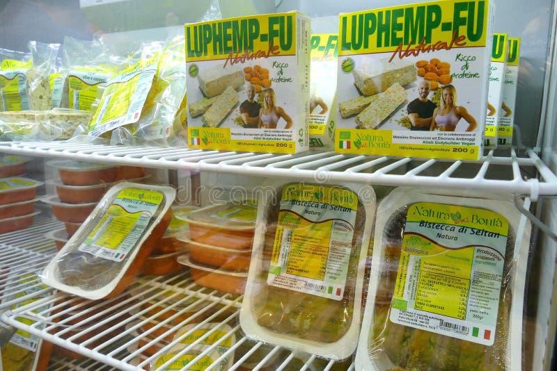 Weganinów produktów jarmark dokąd rolnicy i firmy pokazują ich produkty konsumenta Seitan namiastki mięso fotografia royalty free