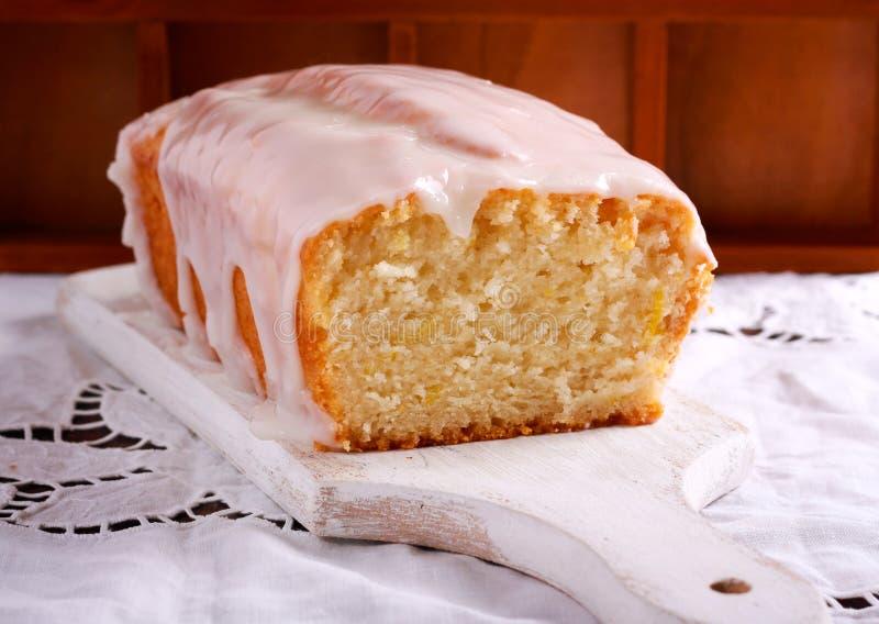 Weganin cytryny tort z lodowaceniem zdjęcie royalty free