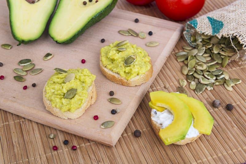 Weganinu śniadanie z avocado obrazy stock