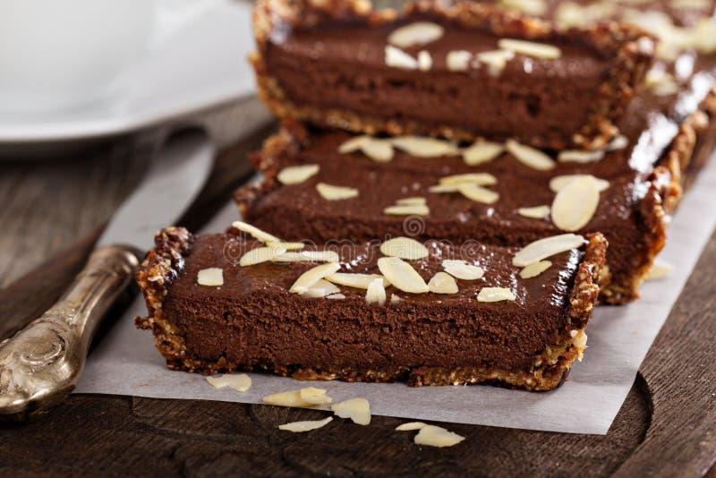 Weganinu czekoladowy tarta z migdałami zdjęcia stock