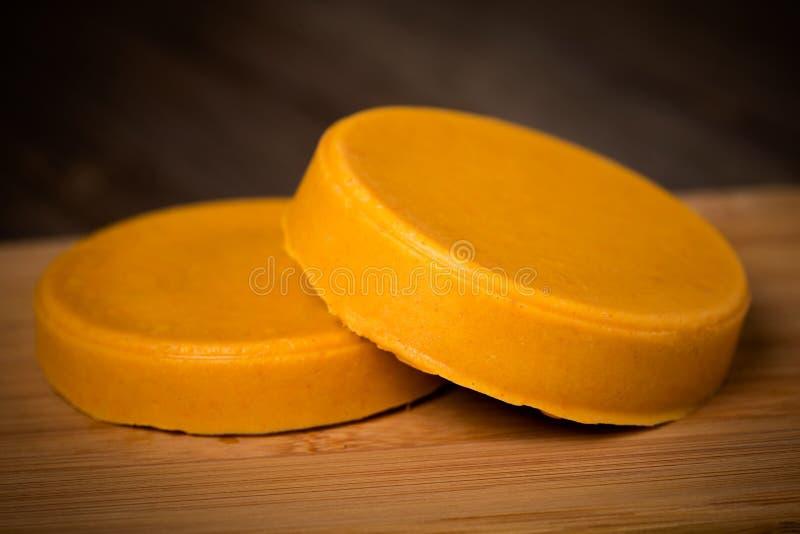 Weganinu diy domowej roboty żółty ser obrazy stock