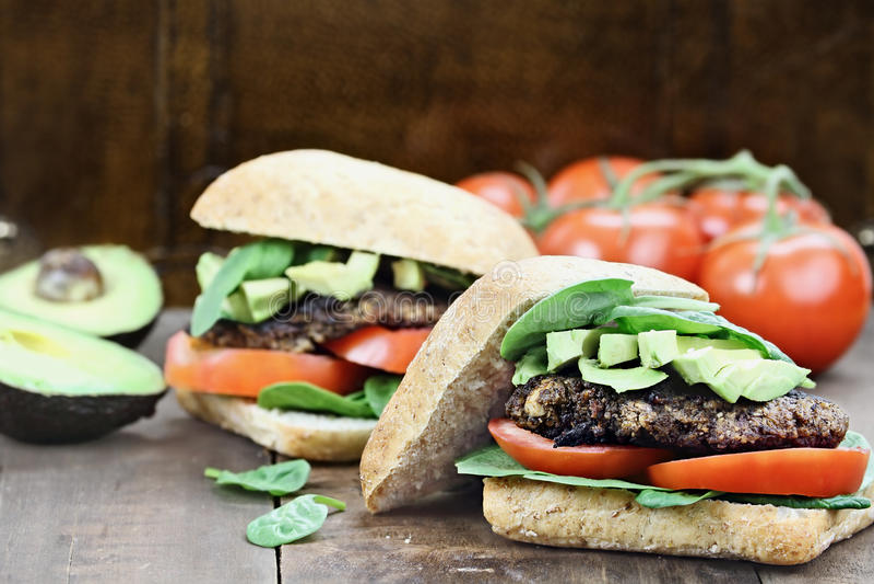 Weganinu Pieczarkowy hamburger zdjęcie stock