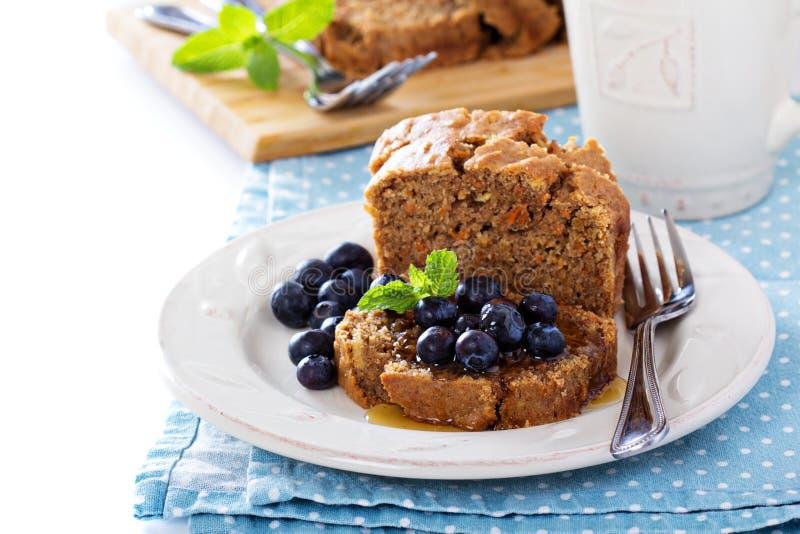 Weganinu zdrowy jabłczany marchwiany słodki chleb fotografia royalty free