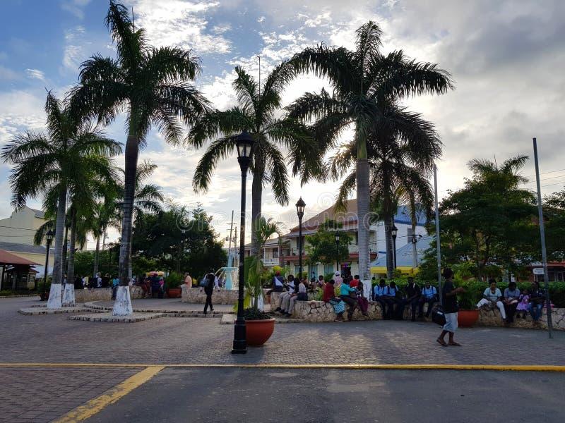 Wege durch die Straßen von Jamaika stockbilder