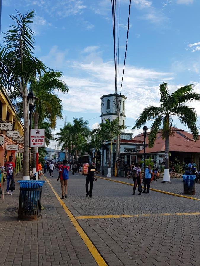 Wege durch die Straßen von Jamaika lizenzfreies stockbild
