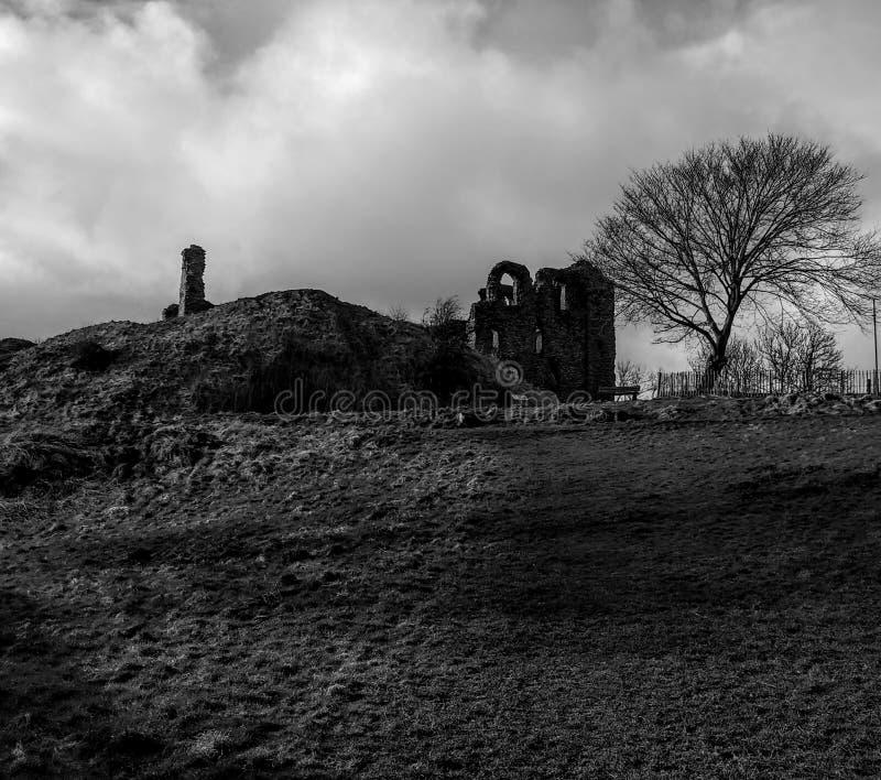 Wege um Clun-Schloss lizenzfreies stockfoto