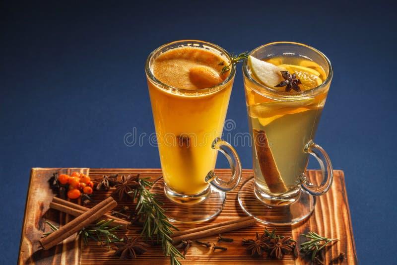 Wegedoorn en cocktails oranje-Apple stock foto